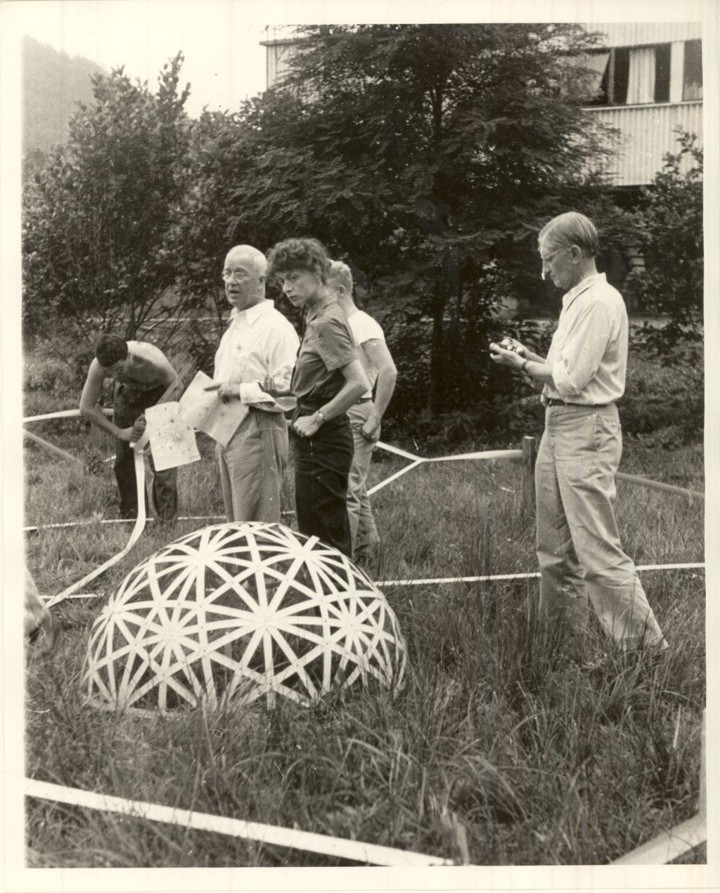 Buckminster Fuller_li_und Josef Albers_re_1948_WIKI